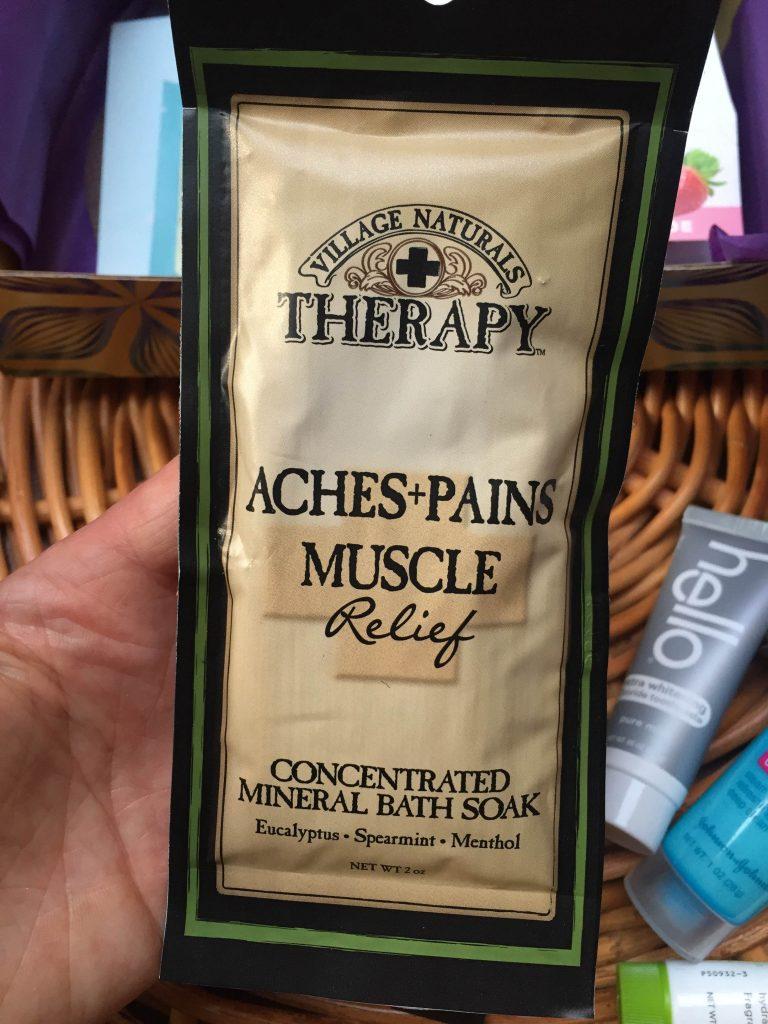 sól do kąpieli z eukaliptusem, mietą i mentolem na zmęczone i bolące mięśnie Village Naturals Therapy