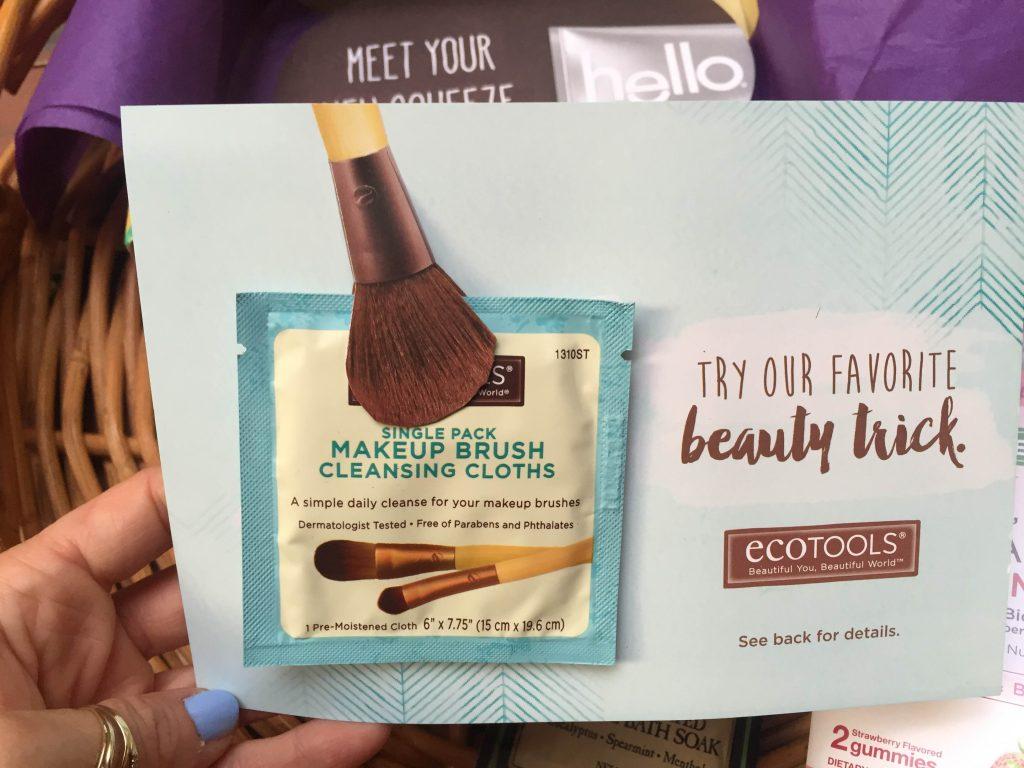 EcoTools - nawilżana chusteczka do czyszczenia pędzli