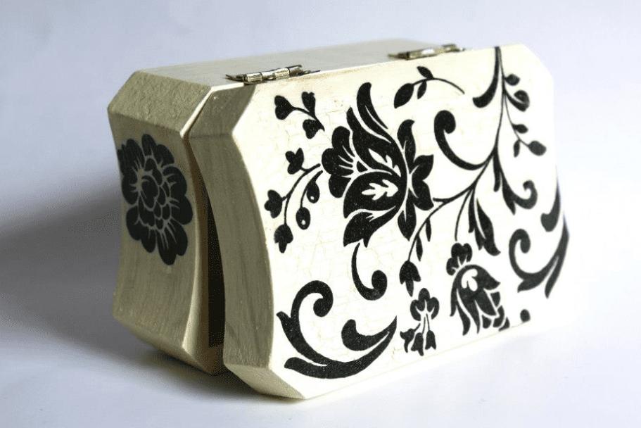 szkatułka w kwiaty decoupage